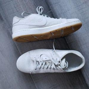 Nike Tennis Classic Ultra size 7.5